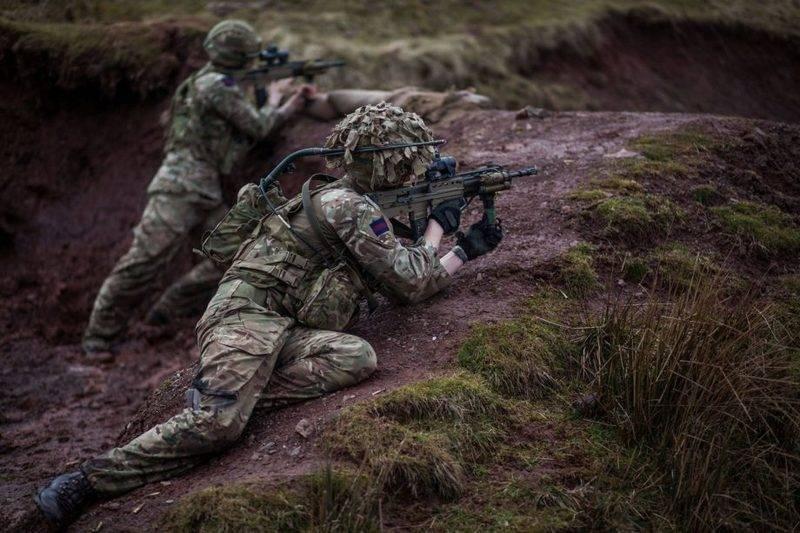 Die britische Armee begann, Kleinwaffen zu ersetzen