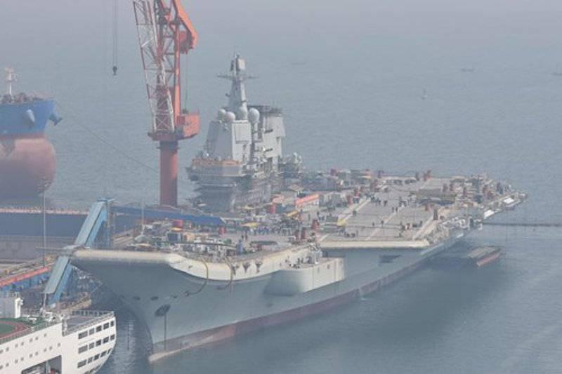 """Il tipo """"senza nome"""" cinese 001A si prepara per le prove in mare"""