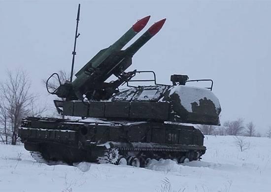 Buk-М2防空系统击退列宁格勒地区有条件敌人的导弹空袭