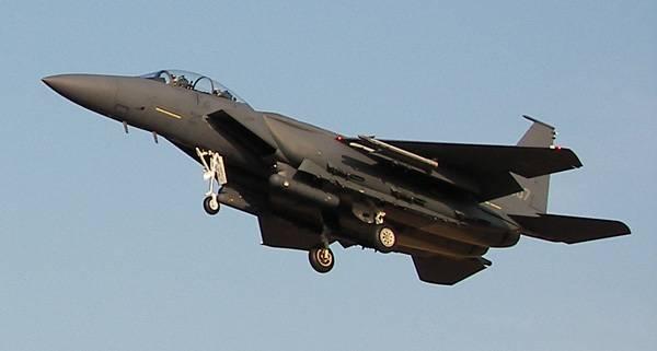 韓国では、F-15戦闘機が山に衝突しました