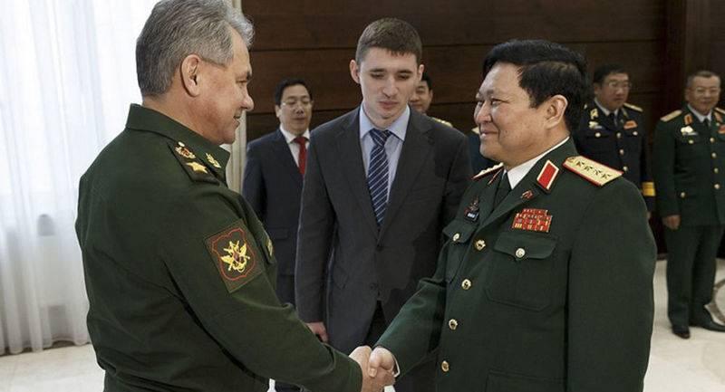 """Vietnam, Rusya ile işbirliği için bir yol haritası imzaladı. Ve """"Tank Biatlon"""" a gelecek"""