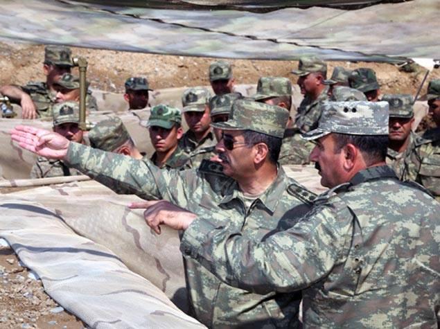 カラバク:私のもの、「シリアのトリオ」の下に置かれた