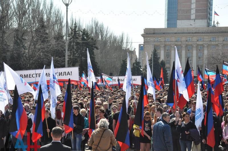 DNI - 4 año! Reunión solemne en Donetsk