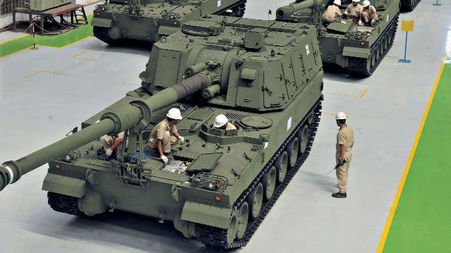 인도 육군은 첫 열 곡사포 K9 Vajra-T를 받게됩니다.