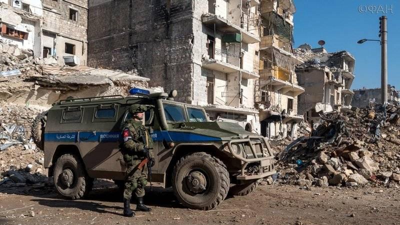 La polizia militare russa entra nella città di Duma