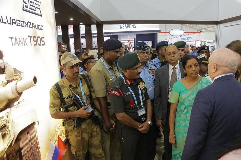 Hindistan Savunma Bakanı UVZ tarafından gösterildi