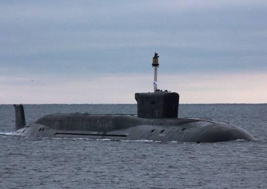 太平洋海军潜艇在水下对决中发挥作用