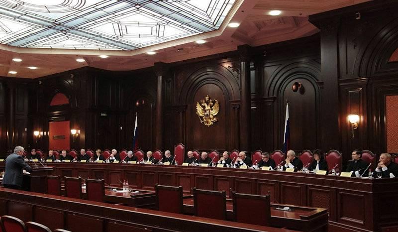 Украина заподозрила всех судей Конституционного судаРФ в несоблюдении собственной территориальной целостности