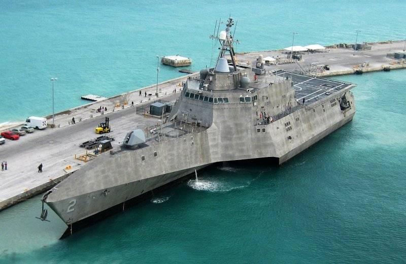 """Amerika Birleşik Devletleri'nde yeni littoral gemiler denilen """"yüzen kazık çöp"""""""