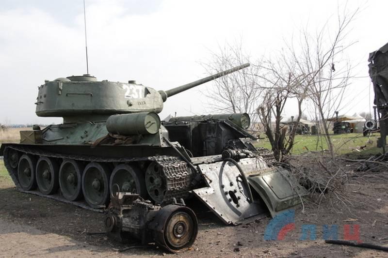 Finalmente eliminado! APU disparó contra T-34, preparándose para el desfile de la victoria en Lugansk