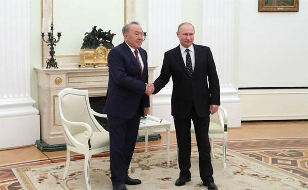 Pr-служба Кремля: Н.Назарбаев осудил ракетные удары США исоюзников поСирии