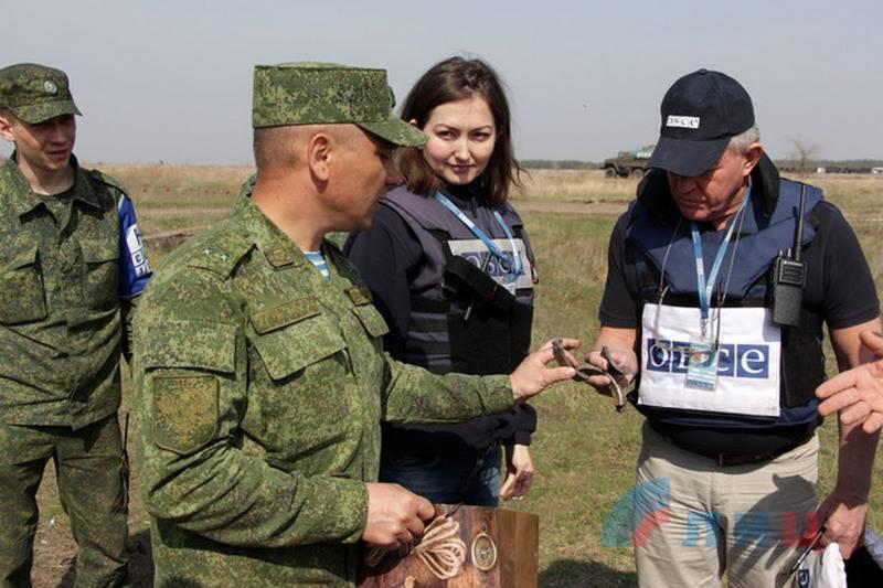 APU에서 일하십시오. LPR은 우크라이나 측에 장비의 좌표를 전송하는 OSCE를 비난했다.