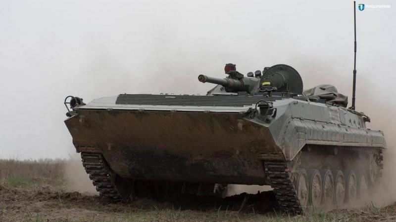 """¡Para estrenar! """"Ukroboronprom"""" demostró """"polaco"""" BMP-1AK"""