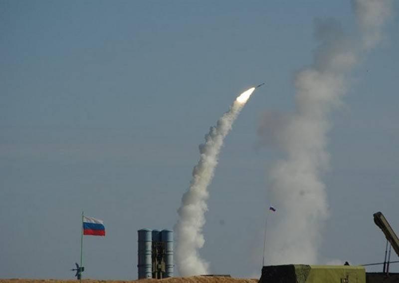 Teniendo en cuenta la experiencia siria. Tsov artilleros antiaéreos realizaron ejercicios a gran escala