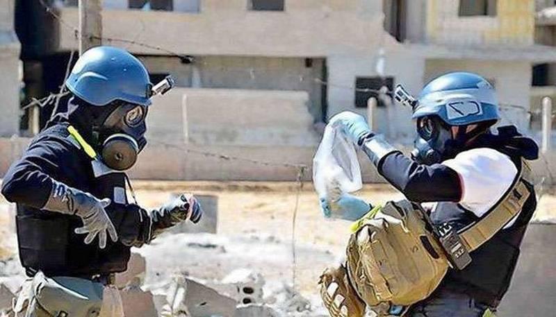 """마침내 도착했다. OPCW 전문가들이 Duma의 """"화학 공격""""사이트를 방문했습니다."""