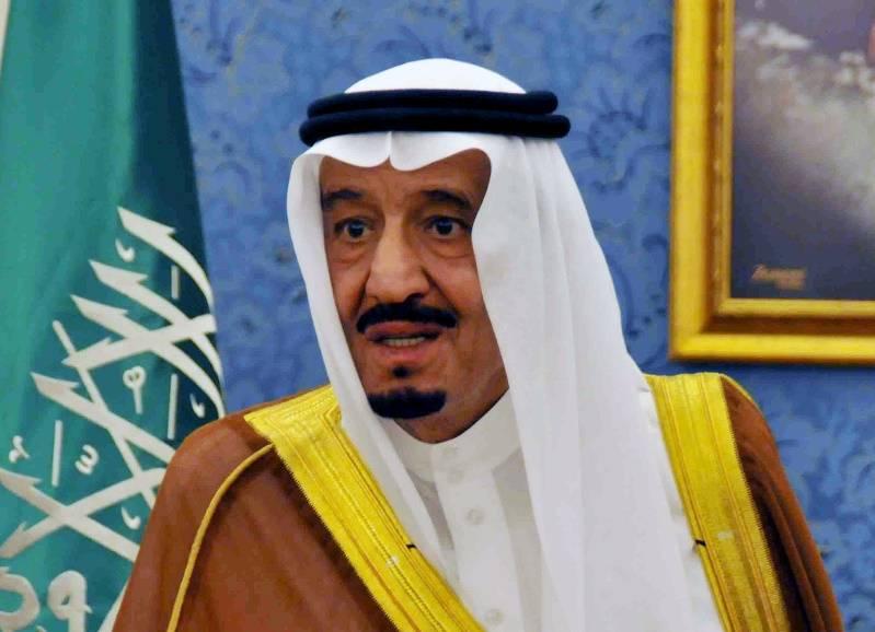 사우디 왕은 리야드에서의 총격 사건으로 군대로 피난했다.