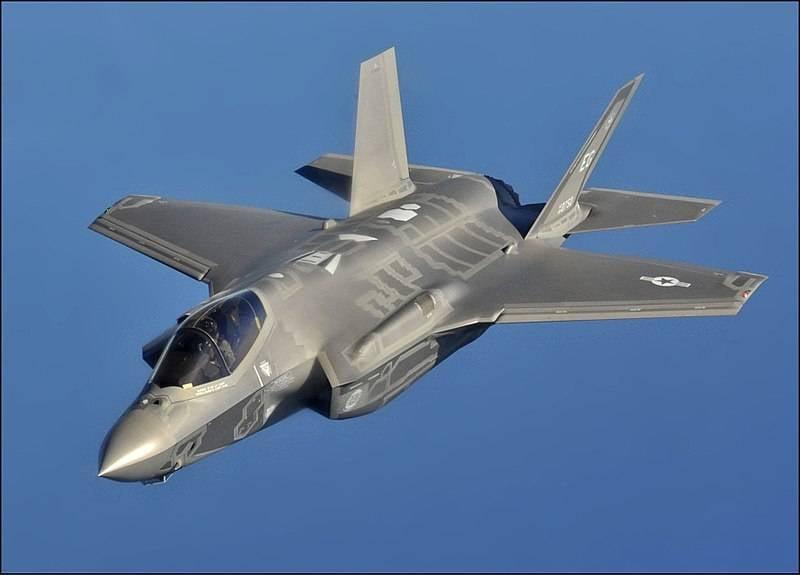 ВЯпонии аварийно приземлился новый F-35 ВВС США