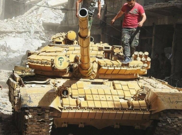 """""""Monster Bulldozer"""" y un nuevo T-XNUMHAB vistos en batallas cerca de Damasco"""