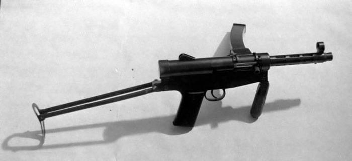 最初はアルゼンチンです。 短機関銃Juan Lenar