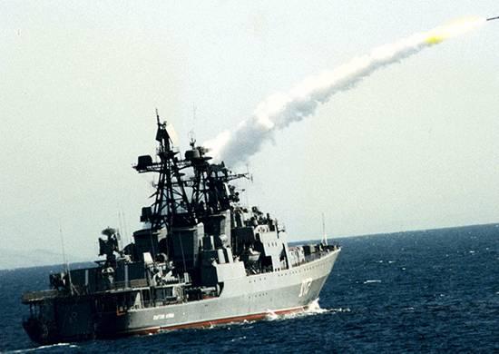 """Le navi della flotta del Pacifico hanno distrutto il missile da crociera """"nemico"""" sul Mar del Giappone"""