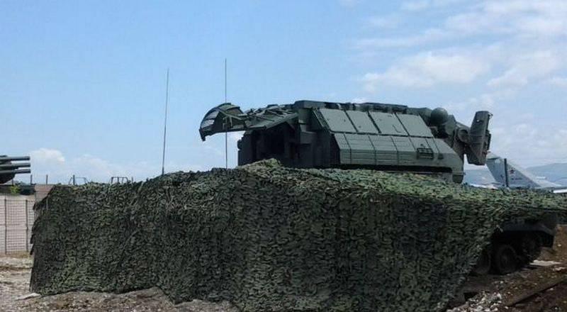 Hamim'e dayanarak, Tor-M2 hava savunma füzesi sistemini fark ettiler. Muharebe Muayene