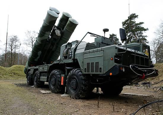 C-400는 전투 발사 후 노보시비르스크 지역으로 돌아 왔습니다.