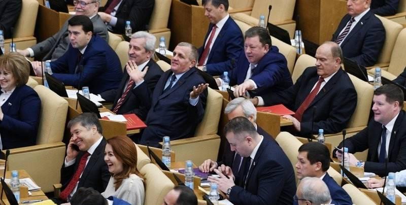Кабмин не поддержал. В Госдуме предложили приравнять зарплату депутатов к средней по РФ