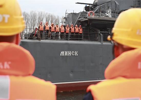 Большой десантный корабль «Минск» вернулся вБалтийск издальнего похода