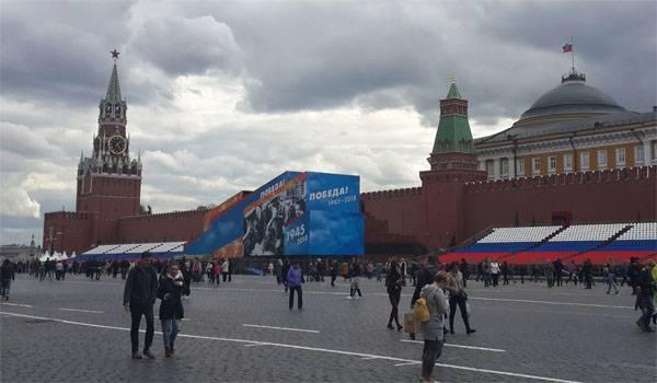 레닌의 무덤은 5 월 9 합판으로 다시 덮여 있습니다. 올바른 결정이야? 설문 조사