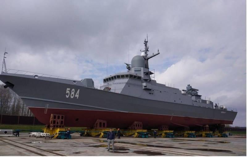 В северной столице спустили наводу небольшой ракетный корабль «Шквал»