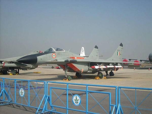 タジキスタンのインド空軍基地。 パキスタンは興味がある:なぜ?