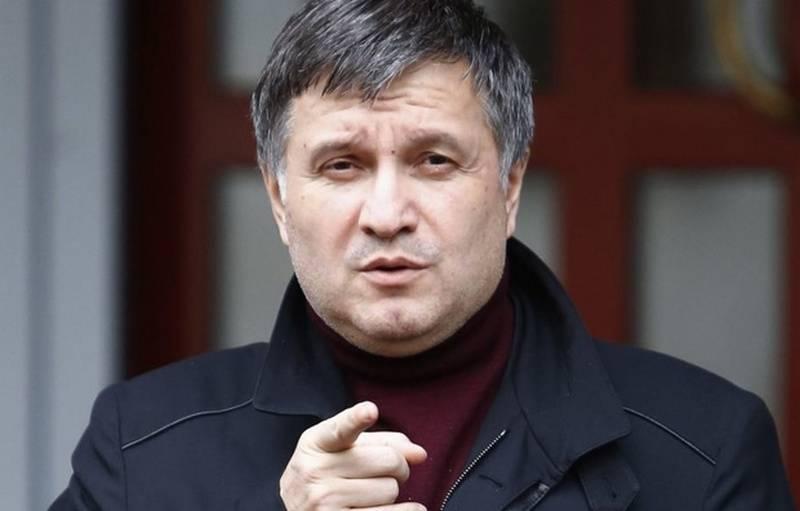 और आंखों को भी चोट लगी। अवाकोव ने रूस पर लेजर हथियारों का उपयोग करने का आरोप लगाया