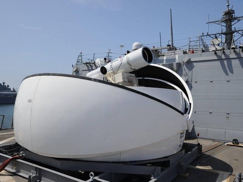 Nous mettrons à la place du système de défense aérienne. Les États-Unis ont annoncé l'équipement imminent de la marine avec des armes laser