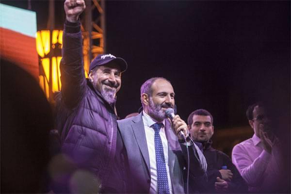 Pashinyan实际上已宣布自己为亚美尼亚总理