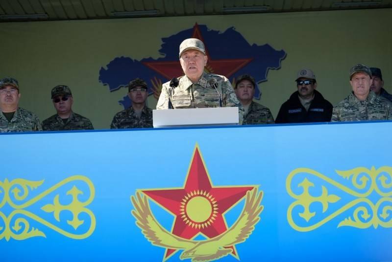 Au Jour du Défenseur de la Patrie. Le Kazakhstan a accueilli un défilé militaire