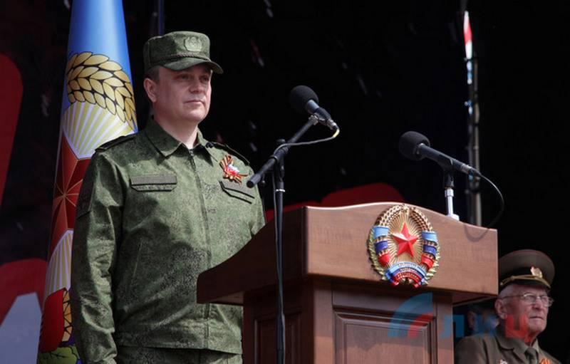 """Sistema claro. En Lugansk pasó el Desfile de la Victoria y la procesión del """"Regimiento Inmortal"""""""
