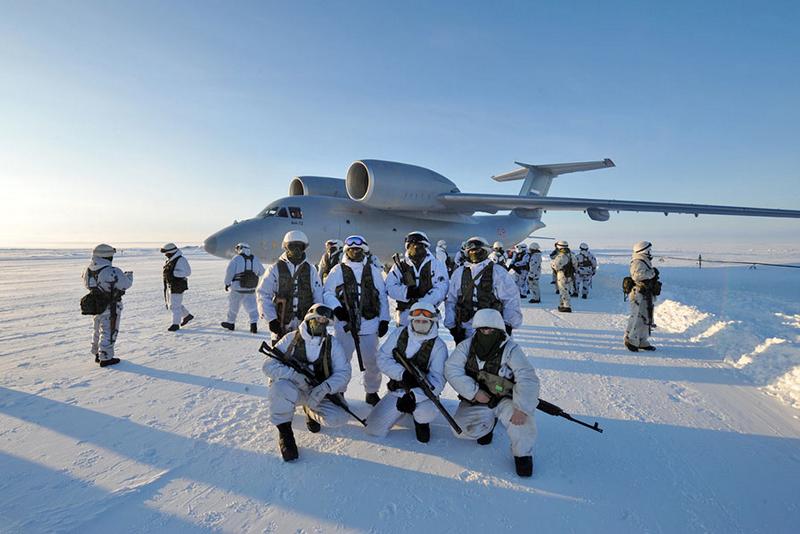 """Assim que o gelo derreter. EUA vão """"competir"""" com a Rússia no Ártico"""