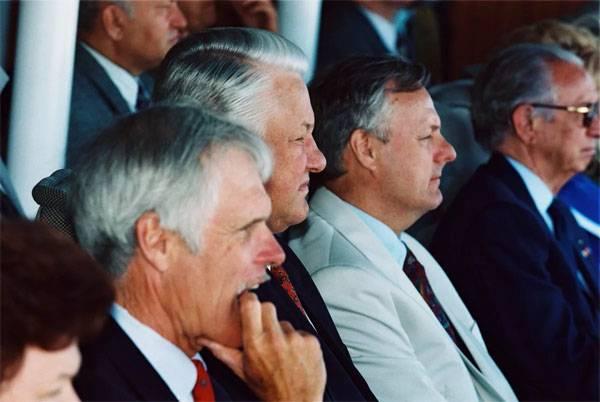 普京谈到索布查克和叶利钦的随行人员之间的裂缝