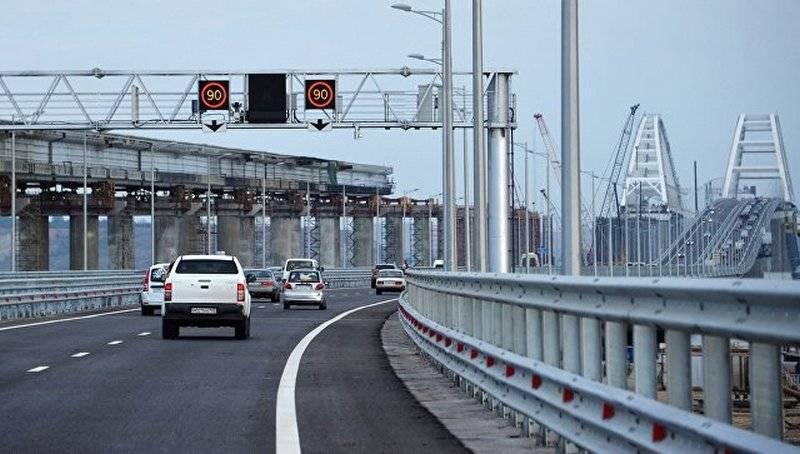 Jusqu'à 5 mille voitures. Le nombre de voitures dans la première demi-journée a été compté sur le pont de Crimée