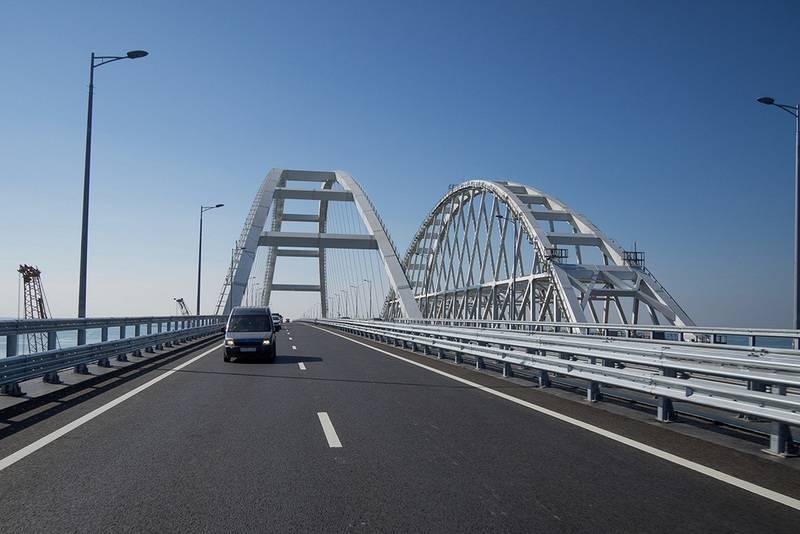 Y desde el mar y desde el aire. Expertos militares hablaron sobre la protección del puente de Crimea