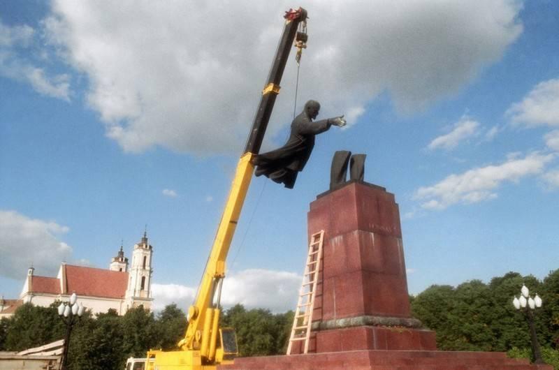 """По пути Украины. Литва начинает борьбу со следами """"тоталитарных режимов"""""""