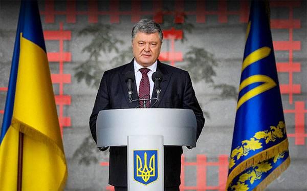 N'explosera pas ... Porochenko: les Russes se retireront de la péninsule le long du pont de Crimée