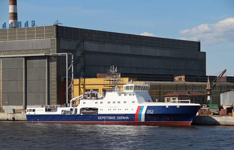 Nenhuma bomba extra. Barco patrulha da classe de gelo lançado em São Petersburgo
