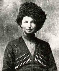 Женщина в командирской рубке бронепоезда