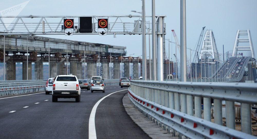Потомки Романовых проедут поКрымскому мосту