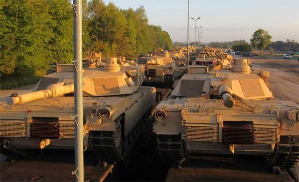 Две колонны бронетехники США движутся к российским границам: принуждение к войне