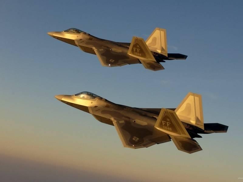 США перебрасывает на Окинаву новейшие F-22 Raptor
