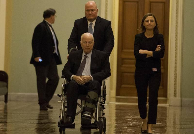 Только не Трамп. Сенатор Маккейн обнародовал список «гостей» на своих похоронах