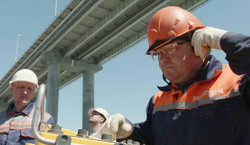 Se completa la instalación de los pilotes de la parte ferroviaria del puente de Crimea.