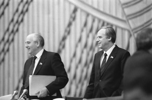 М.С. Горбачев и Н.И. Рыжков